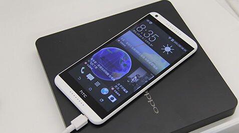 OPPO Find 7的充电器也可以给其他手机充电,不过没有提速效果